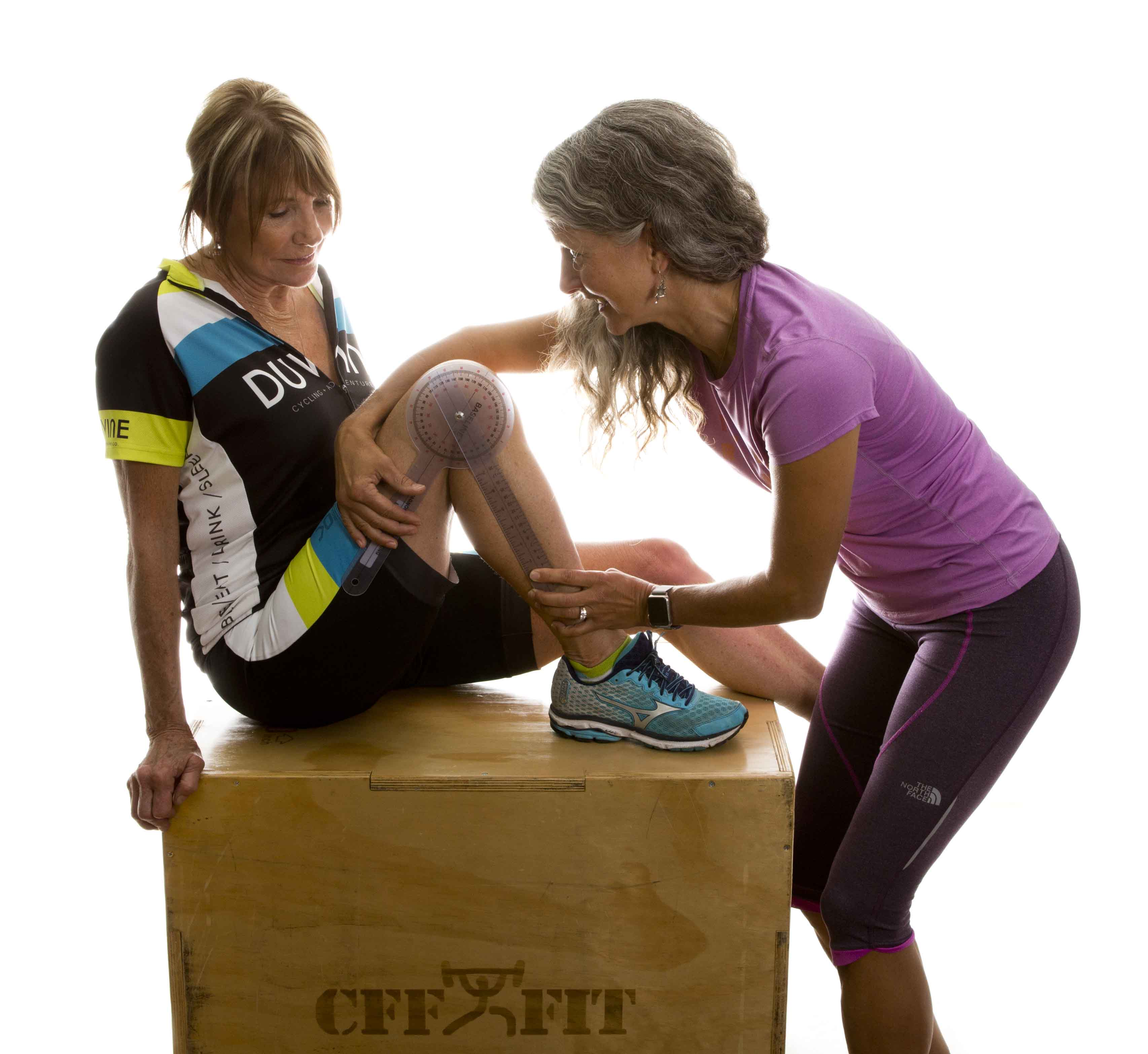 Personal trainer helping a client to create corrective exercises